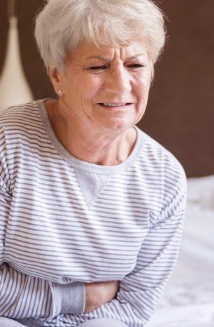 5 cuidados que evitam a infecção urinária em idosos