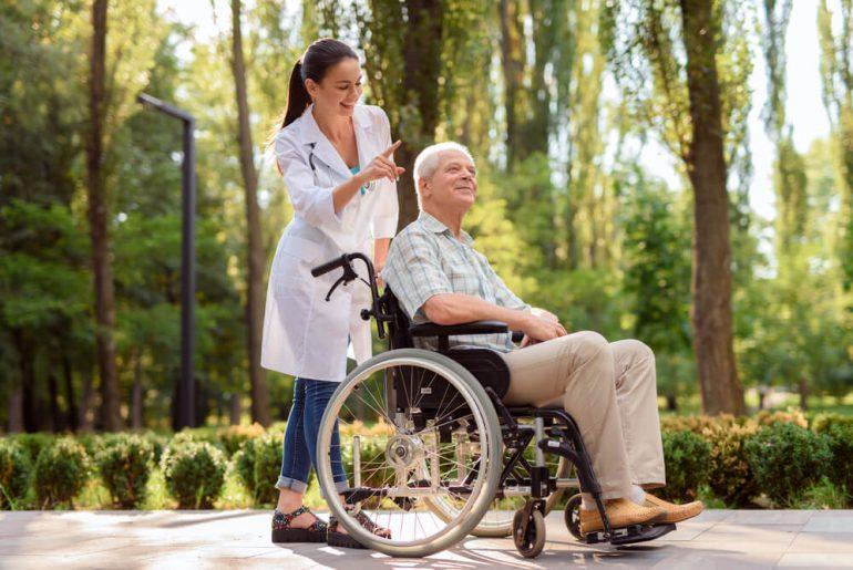 Profissão cuidador de idosos