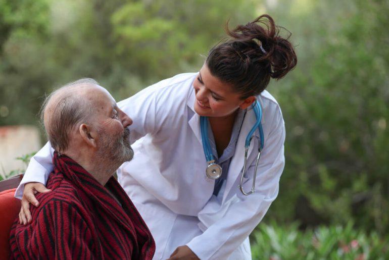 Profissão Cuidador de idoso