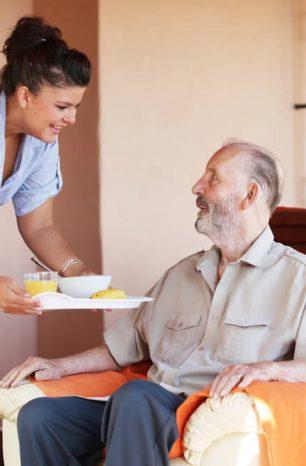 Aprenda 5 maneiras de ter mais paciência no trabalho com idosos