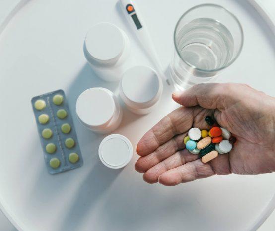 Saiba como armazenar e manusear os remédios da maneira correta