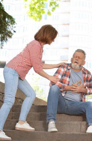 Afinal, como devem ser os primeiros socorros básicos a um idoso?