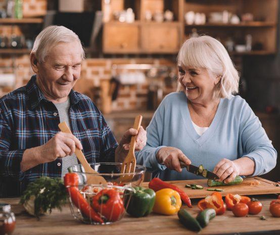 Entenda como deve ser a alimentação de idosos