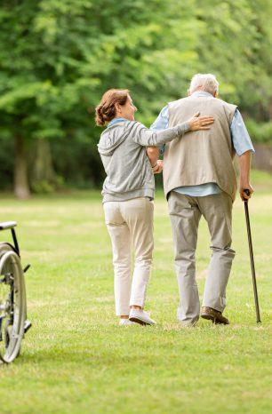Entenda os benefícios da caminhada com idosos!