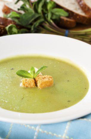 Sopa de ervilhas: aprenda a fazer essa receita e saiba como ela beneficia idosos!