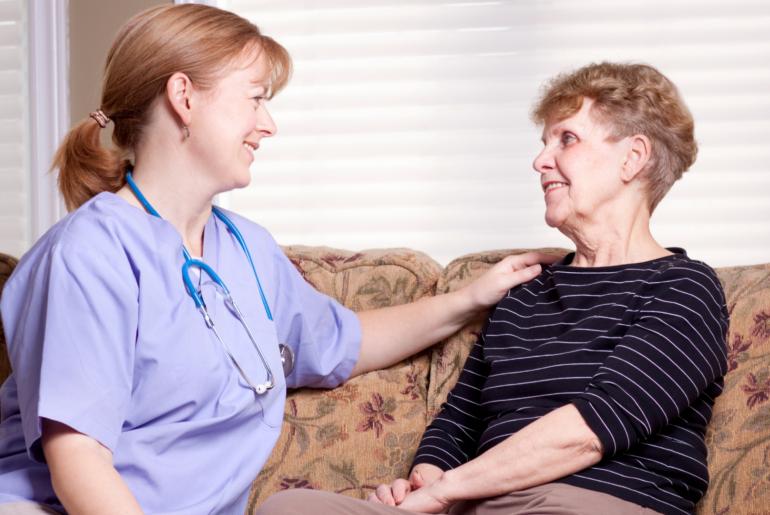 Seja uma ótima companhia e consulte seu paciente sobre decisões da vida dele