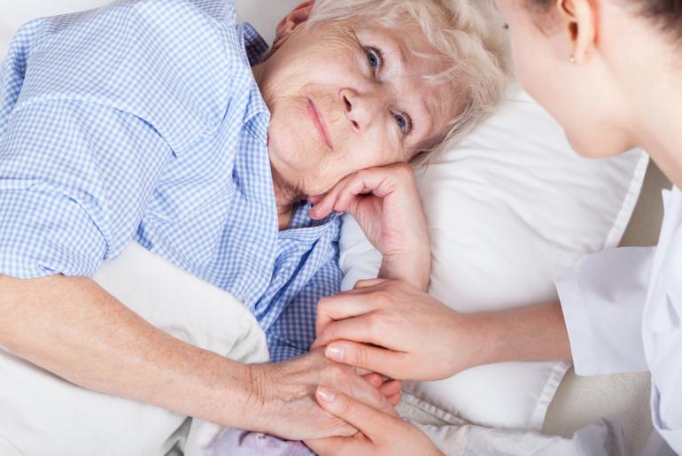 Higiene pessoal no envelhecimento com a ajuda do Cuidador de Idoso