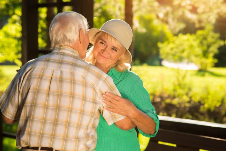Dançar faz bem, principalmente aos idosos